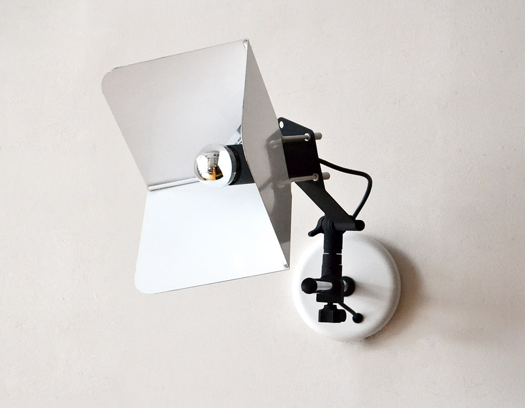 Triedro Wall Light
